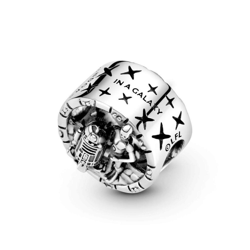 799245C00 - Charm de plata de ley con...