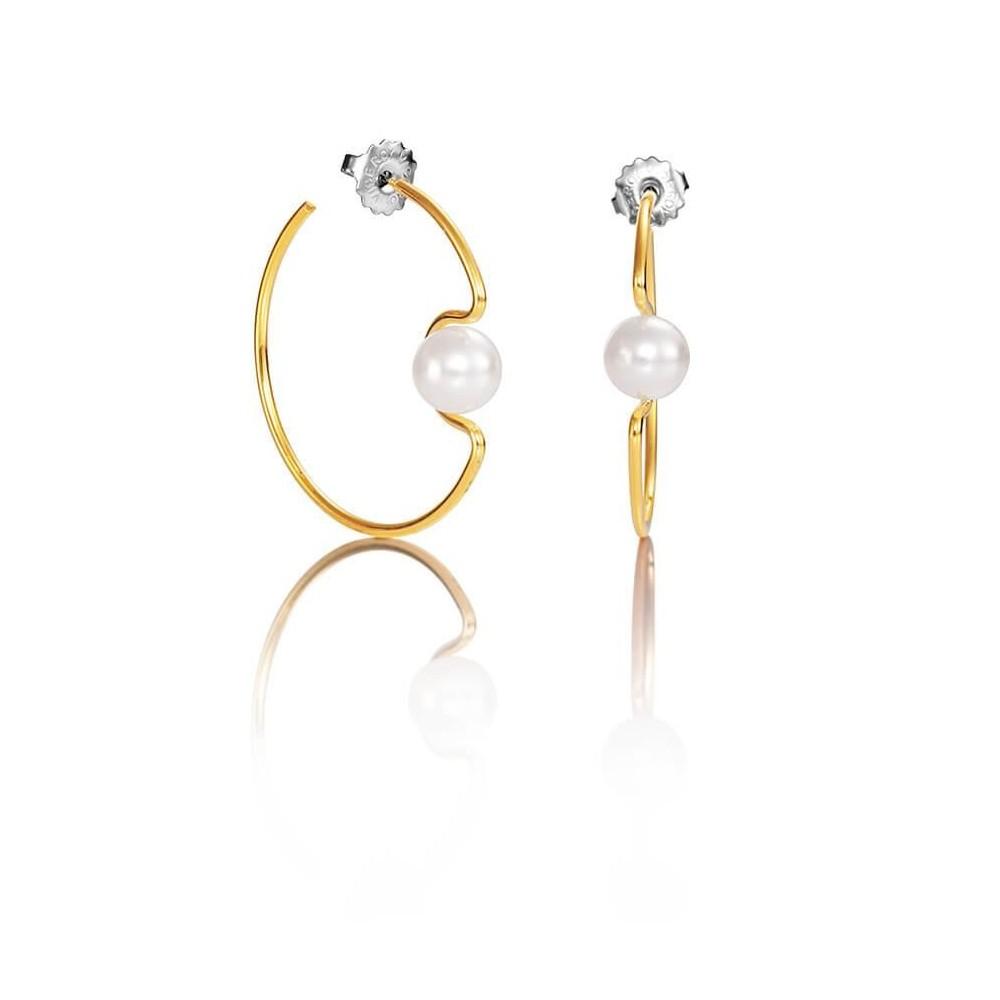 Pendientes dorados y perla sintetica